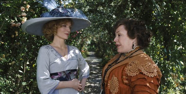 "Michelle Pfeiffer and Kathy Bates make arrangements in ""Cheri"""