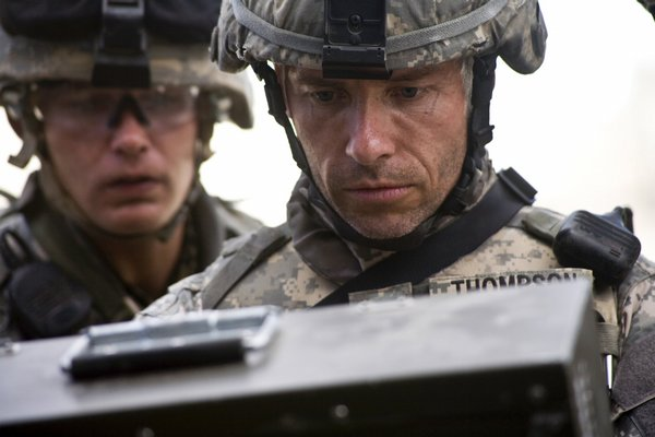 "Guy Pearce is one of a trio of stars used effectively in cameos in ""The Hurt Locker"""