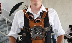 Gears and goggles are the signature items of a steampunk. Here you can see a belt with gears fastened across the chest.