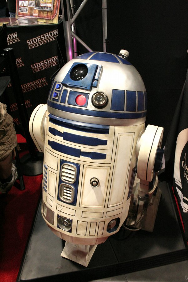 R2-D2 1:1 Scale by Sideshow Collectables on display at Comic-Con International 2009 ($5,450). I don't think this qualifies as a toy. I guess you don't play with it. Of all the things on sale on the exhibit hall floor, this is the one collectable I would most like in my collection. Alas, I don't have an extra $5,450 to buy a life-size statue of my favorite robot. Do you?