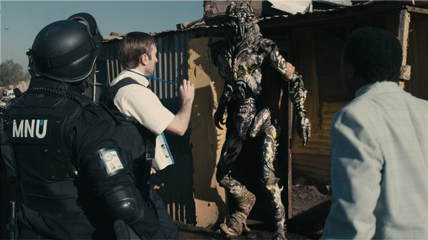 "The aliens are revealed early in ""District 9"""