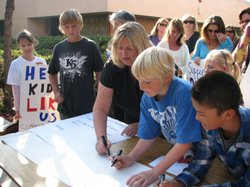 Parent organizer Donna Cleary gets students to sign a Race To The Top petition.