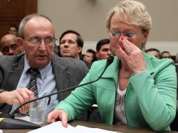 Eddie and Rhonda Smith of Sevierville, Tenn., testify Tuesday about a near-mi...