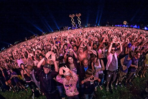 Jay-Z Fans Throwin' Diamonds @ Coachella 2010 by Mick O