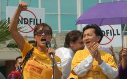 "Hai Au Huynh (left) and U.S. Congressman-to-be Anh ""Joseph"" Cao (right) protesting outside of City Hall in New Orleans, 2006."