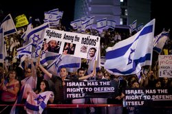 Israelis demonstrate in front of the Turkish embassy on June 3, 2010 in Tel A...