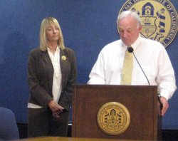 Mayor Jerry Sanders and Councilwoman Donna Frye announce mandatory water conservation for the City of San Diego at City Hall on May 5, 2009.