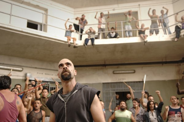 "Luis Tosar at the center of the prison riot in ""Celda 211"""