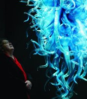 "Dale Chihuly with ""Chiostro di Sant' Apollonia Chandelier"""