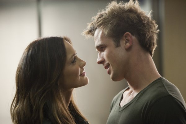 """Minka Kelly and former sparkling vampire Cam Gigandet are lovers in """"The Roommate."""""""