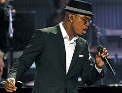 Ne-Yo performs in