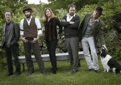 Ray LaMontagne and the Pariah Dogs, left to right, Greg Leisz, Ray LaMontagne, Jennifer Condos, Jay Bellerose, and Eric Heywood.
