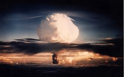 Atomic bomb mushroom cloud. Under the leadership of J. Robert Oppenheimer, Am...