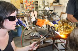 Beth Lipman working on glass with Jeremy Popelka.