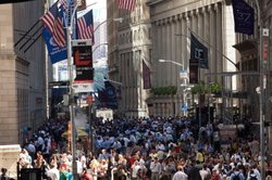 Crowds stand on Wall Street after a 5.9 earthquake struck on August 23, 2011 in New York, United States. The epicenter of the 5.9 earthquake was located near Louisa in central Virginia.