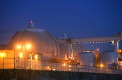 Evening sets on the San Onofre atomic power plant December 6, 2004 in norther...