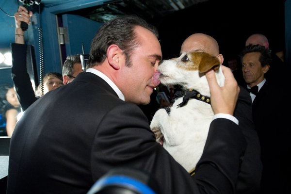 Best actor Jean Dujardin smooching the pooch who was probably key in helping the Frenchman win the award.