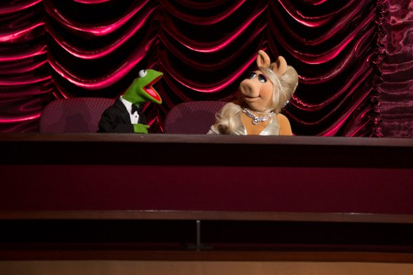 The evening's best presenters: Kermit and Miss Piggy.