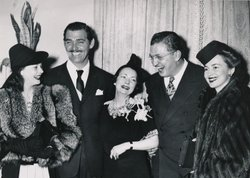"(l to r) Vivien Leigh, Clark Gable, Margaret Mitchell, David Selznick, and Olivia de Havilland at the ""Gone With the Wind"" film premiere in Atlanta, December 15, 1939."