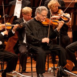Violinist Itzhak Perlman joins the San Francisco Symphony's celebration of it...