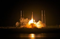 SpaceX's Dragon spacecraft atop rocket Falcon 9 lifts off from Pad 40 of the ...