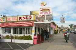 Pink's Hot Dogs in Hollywood, California, USA, 2007.