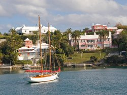 Mitt Romney has an offshore investment account that he set up in Bermuda 15 y...