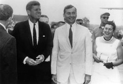 Gore Vidal (center), with John F. Kennedy (left).