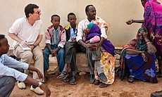 Nicholas Kristof talks with locals in Somaliland. (19217)