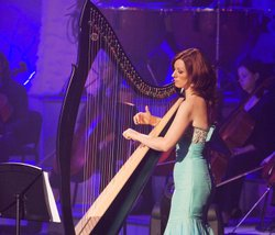 Harpist and vocalist Orla performs solo and with the other members of Celtic Woman in this holiday celebration.