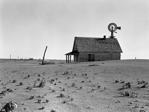 An abandoned farm north of Dalhart, Texas, 1938. FSA photographer Dorothea Lange took the picture.