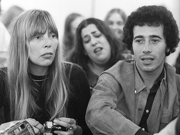 Joni Mitchell, Mama Cass (background), and David Geffen