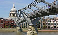 Millennium Bridge across the Thames (20619)