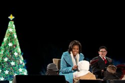 "First Lady Michelle Obama reads ""'Twas the Night Before Christmas"" with Rico ..."