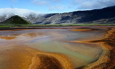 The Aniakchak caldera in Alaska. Only Thermophilic bacteria can survive in this environment, feeding essentially on sulfur that they transform into organic matter.