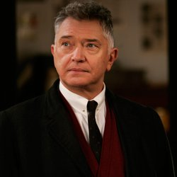 Award-winning actor Martin Shaw stars as Commander George Gently.