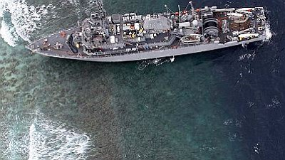 USS Guardian aground on Tubbataha Reef.
