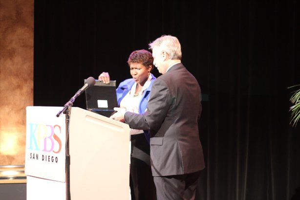 KPBS General Manager Tom Karlo presents a gift to PBS NewsHour host Gwen Ifill at the KPBS Producers Club reception on Saturday, February 9, 2013