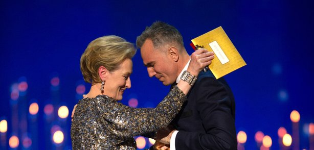 Meryl Streep awards Daniel Day-Lewis his record-setting third best actor Oscar.