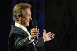 "Pat Boone hosts and sings his hit song, ""Love Letters in the Sand,"" in this reunion of 1950s pop music recording legends."