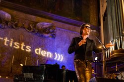 Resplendent in tails and gold sequined pants, Rufus Wainwright pays tribute t...