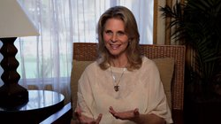 Actress Lindsay Wagner was cast as Jaime Sommers in the 1970s television seri...