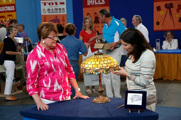Appraiser Arlie Sulka (right) with a guest and her Duffner & Kimberly lamp, c...