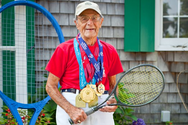 Roger Gentilhomme, 100-year-old tennis champion.