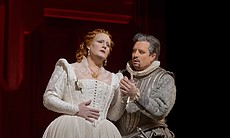 Elza van den Heever as Elisabetta and Matthew Polenzani as Leicester in Doniz...