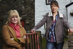 Caroline (Sarah Lancashire) and Gillian (Nicola Walker) at Far Slack Farm.