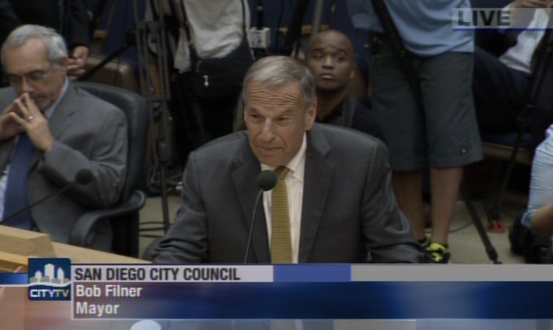 Mayor Bob Filner tells the City Council he will resign.