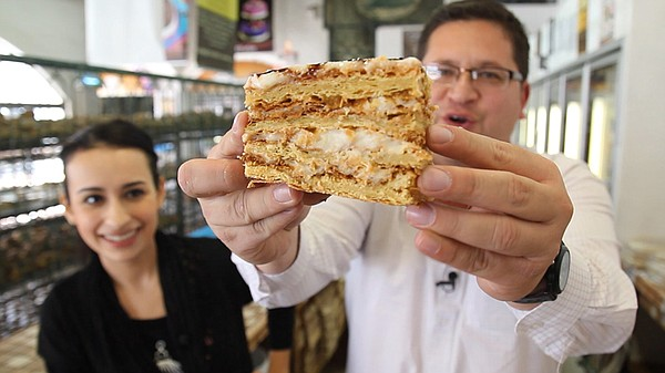 Host Jorge Meraz samples some sweet bread in the El Mejor...