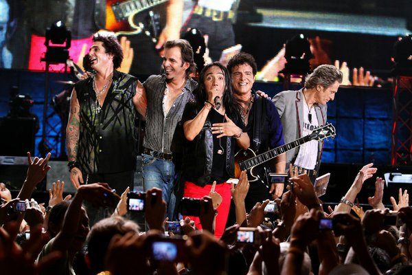 Journey performing in Manila, in the film