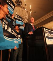 Councilmember Kevin Faulconer addressing crowd during election party.